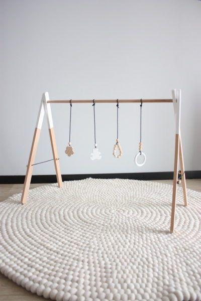 DIY portique d\'éveil pour bébé en bois - wood baby gym - … | Pinteres…