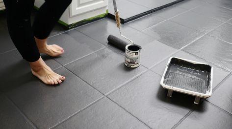 Painting Over Tiles, Tile Over Tile, Painting Bathroom Tiles, Painting Tile Floors, Painted Kitchen Floors, Painted Floors, Kitchen Flooring, Tile Floor Diy, Bathroom Floor Tiles