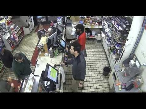 He goes crazy because he does not accept his credit card in the store (With images) | Credit ...
