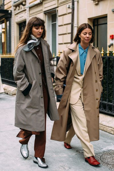the 5 hottest street style trends of Parisian fash .- Spotted: Die 5 heißesten Streetstyle-Trends der Pariser Fashion Week Paris Fashion Week Fall-Winter 2018 Street Style: The pants suit with flat ankle boots, plus the IT piece of the trench coa