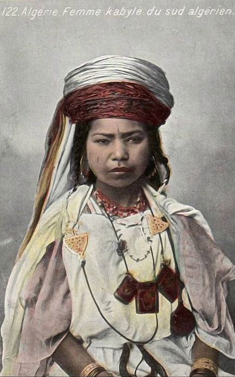Africa | Kabyle woman from the south of Algeria | Vintage postcard