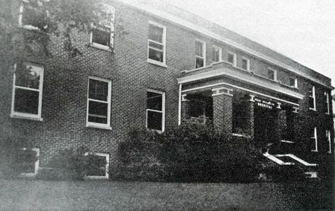 The Webb Williamson Hospital Was Opened In 1929 By Dr Charles F Webb And Dr Leon Williamson Jack Smythe Was Chester Street Historical Place Madison County