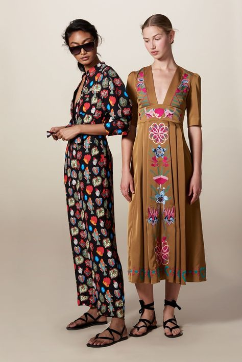 Temperley London Resort 2018 collection, runway looks, beauty, models, and reviews.