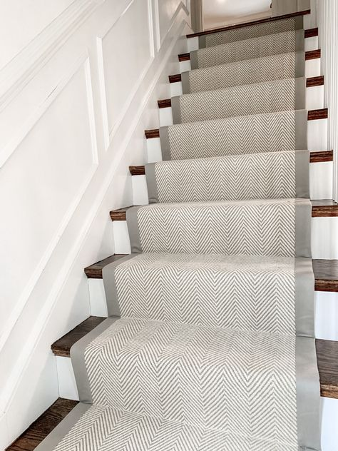 Everyone loves a neutral herringbone wool stair runner. This Wellesley, homeowner wanted something bright and airy, but also eye catching! By adding a wide binding, really makes the stair runner pop! Foyer Staircase, Carpet Staircase, Staircase Runner, Staircase Design, Spiral Staircases, Tartan Stair Carpet, Sisal Stair Runner, Carpet Stair Treads, Hallway Carpet