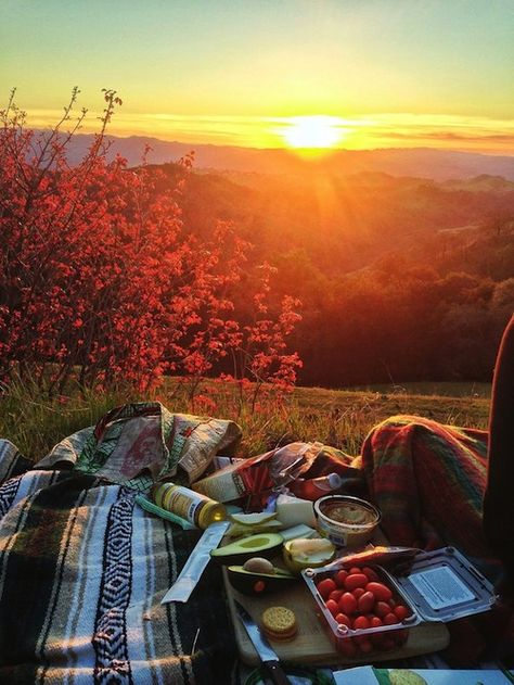 Autumn Weather | Fall Style | Picnic Ideas | Outdoor Food | Al Fresco Dining | Mountain Sunset