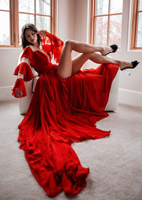 Find tips and tricks, amazing ideas for Red carpet dresses. Discover and try out new things about Red carpet dresses site Red Gown Prom, Red Gowns, Prom Dresses, Flowy Dresses, Red Chiffon, Chiffon Dress, Flowy Gown, Fashion Poses, Fashion Dresses