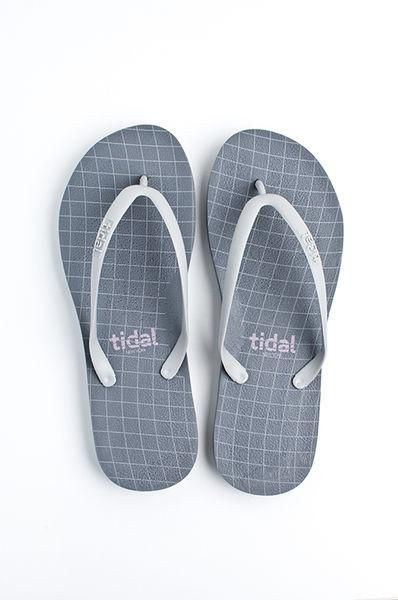 7db7b568161a1 Flip Flop ~ Women s Wave Grid Gray