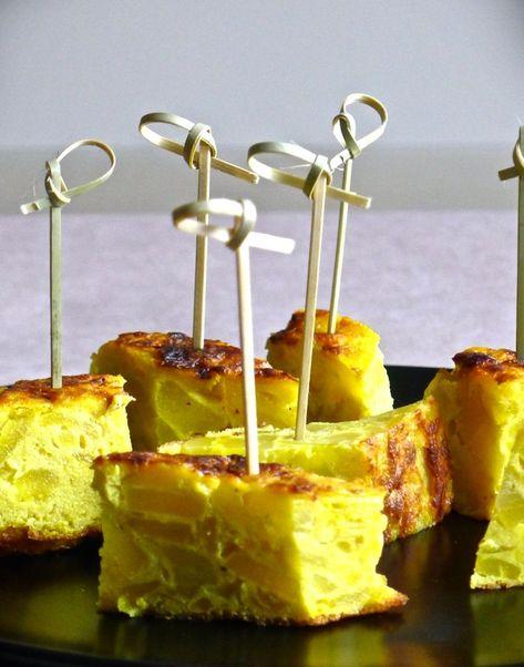 L'authentique Tortilla Española, un des éléments essentiels de la cuisine espagnole. Une préparation simple à base d'œufs, de pommes de terre et d'oignons.