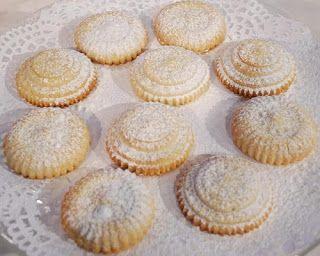 طريقة عمل كحك الحليب المكثف من الشيف هاله فهمي مطبخ أتوسه على قد الايد Cake Desserts Desserts Food