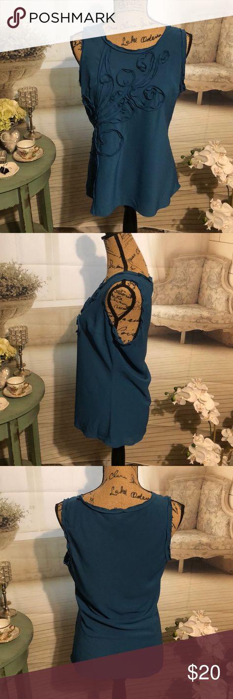 Willi Smith sleeveless blouse Willi Smith blue sleeveless blouse Size: M 95% Polyester 5% Spandex Willi Smith Tops Blouses