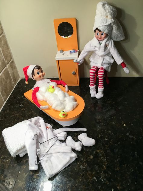 The Elf on the Shelf Claus Couture Relaxing Robe and Slippers