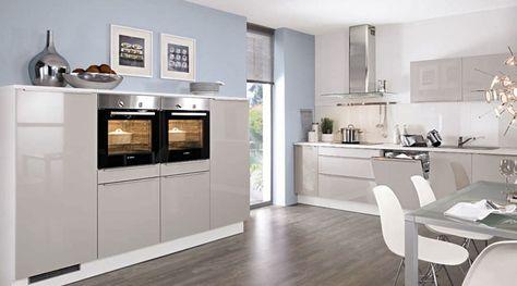 Die Küche in premiumweißen Echtglasfronten und einer Arbeitsplatte - wandverkleidung küche kunststoff