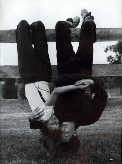 Vogue, September Linda Evangelista and Kyle MacLachlan, photographed by Steven Meisel; Linda wears suspendered pants by Calvin Klein and a Hanro tee. Steven Meisel, Linda Evangelista, Photo Couple, Couple Photos, Couple Goals Tumblr, Couple Goals Cuddling, Kyle Maclachlan, Foto Pose, Hopeless Romantic