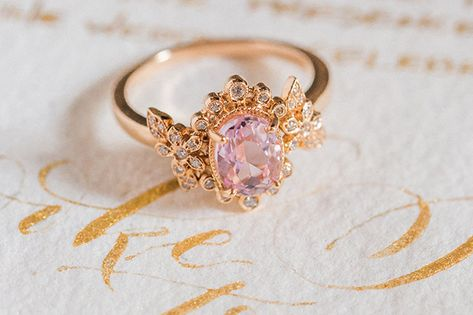 Super Jewerly Aesthetic Royal Ideas - Super Jewerly Aesthetic Royal Ideas Source by stardustic - Cute Jewelry, Bridal Jewelry, Jewelry Accessories, Creme Und Gold, Disney Mode, Aphrodite Aesthetic, Claire Pettibone, Gold Aesthetic, Aesthetic Rings