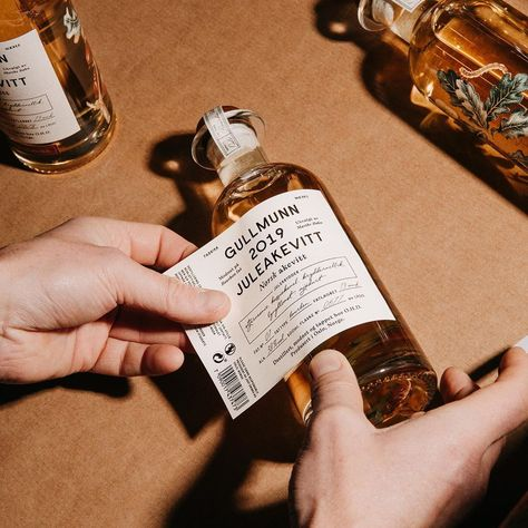 Olsson Barbieri - One of our last projects in 2019 was Gullmunn Juleaquavit - an aquavit made in Oslo by distiller Marthe… Bottle Packaging, Print Packaging, Packaging Ideas, Brand Identity Design, Branding Design, Corporate Branding, Skincare Packaging, It Goes On, Packaging Design Inspiration