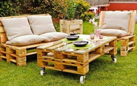 möbel aus paletten im garten - selber machen - Gartenmöbel aus Paletten – 30 interessante Beispiele                                                                                                                                                      Mehr