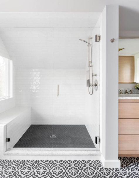42 Beautiful Urban Farmhouse Master Bathroom Remodel Ideas With Images Farmhouse Master Bathroom Bathroom Remodel Master Shower Floor