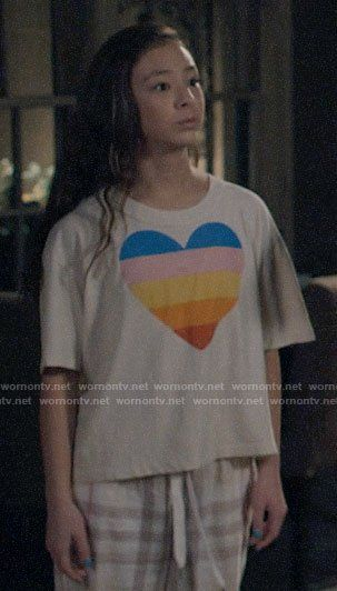 Lily S Rainbow Heart Tee On Modern Family In 2020 Modern Family Lily Modern Family Modern Family Quotes
