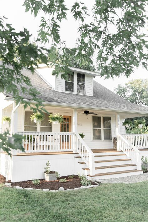 Farmhouse Porch Curb Appeal Makeover Reveal - Farmhouse on Boone country farmhouse paint colors craftsmen bungalow exterior Exterior Design, House Plans, Craftsman Bungalow Exterior, Lowes Home Improvements, Craftsman Bungalows, Farmhouse Paint Colors, Farmhouse Paint, Cottage, Exterior