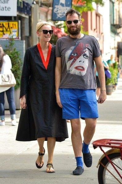 Sandro Kopp Photos Photos Tilda Swinton And Sandro Kopp Take A Stroll Tilda Swinton Fashion Fashion Spot