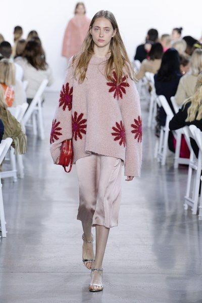 Mansur Gavriel Fall 2018 Ready-to-Wear Fashion Show Collection: See the complete Mansur Gavriel Fall 2018 Ready-to-Wear collection. Look 11