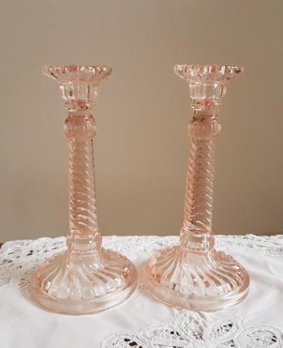 Antieke Glazen Kandelaars.Set Oude Roze Glazen Kandelaars Belgisch Antiek Kandelaars