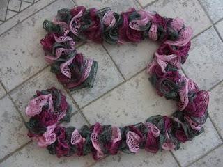 Karin hat einen Schal mit Boutique Sashay gestrickt.