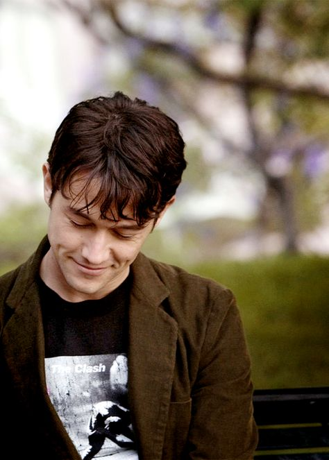 Joseph Gordon-Levitt..... Ive had a major crush on this guy right back from the day when he was tommy in 3rd rock.