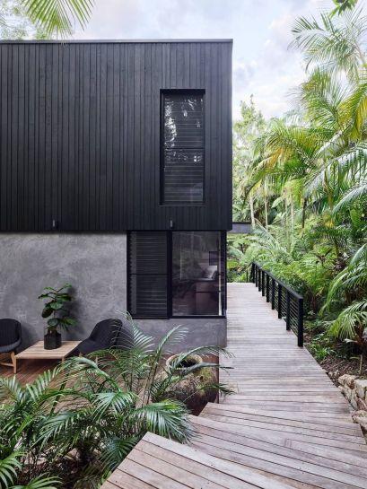 20 Modern Black House Exterior Design Ideas For Your Inspiration Trendecora Exterior Design Black House Exterior Modern Black House