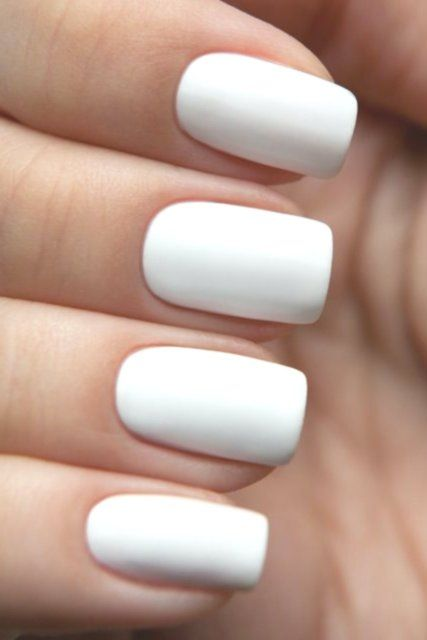 14 Plain White Acrylic Nails People Tend To Confuse Acrylic Nails With Fake Nails Whilst Fake Nail Plain Acrylic Nails White Acrylic Nails Short Coffin Nails