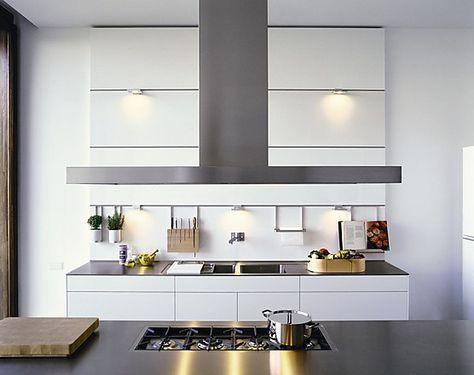 Grifflose Designkuche Mit Insel In Weiss Und Edelstahl Bulthaup