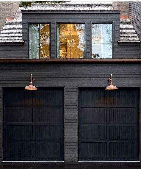 modern farmhouse • modern farmhouse garage doors • modern farmhouse black exterior ••• #modernfarmhouse #home #homedesign