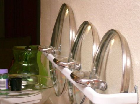 Use a small curtain rod to store lids for easy access. | 27 Lifehacks For Your TinyKitchen