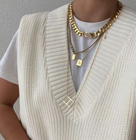 Cute Jewelry, Jewelry Accessories, Fashion Accessories, Gold Jewelry, Gold Necklace, Luxury Jewelry, Jewelry Trends, Pendant Necklace, Looks Style