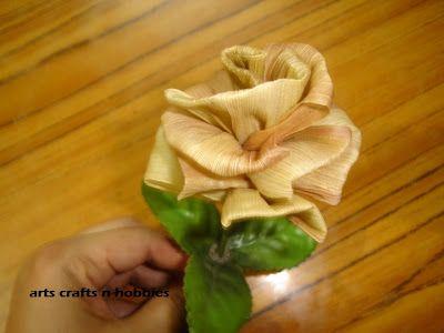 Arts Crafts N Hobbies The Corn Husk Flowers Tutorial Corn Husk Corn Husk Crafts Flower Tutorial