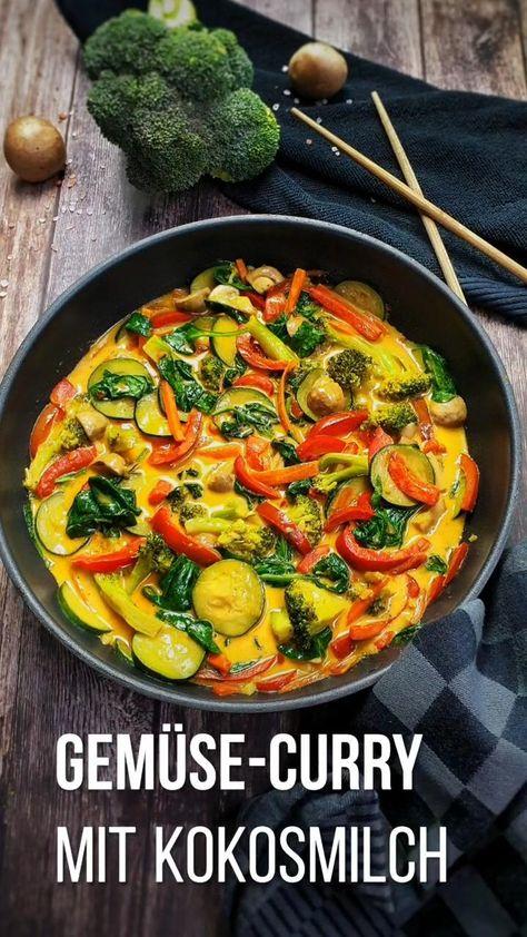 Das Gemüse Curry mit seinem exotischen Duft sorgt für gute Laune auf deinem Teller. In dieses cremige Curry wandert allerlei frisches Gemüse. Ein buntes, veganes und glutenfreies Gemüse Curry mit Kokosmilch hebt die Laune zu jeder Jahreszeit. Abgerundet mit roter Currypaste und mit Chili abgeschmeckt. #vegetarisch #gemüse #einfach #kochen #vegan #reis #curry #lydiasfoodblog #rezept