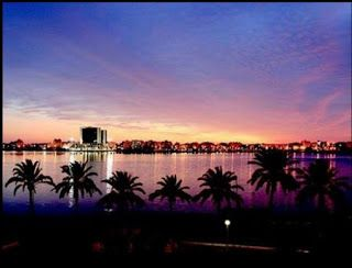 اشراقه هكذا تبدو أهم معالم مدينة بنغازي ليلا ليبيا Natural Landmarks Northern Lights Landmarks