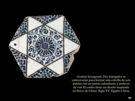 Azulejo hexagonal. Dos triángulos se entrecruzan para formar una estrella de seis puntas con un punto subsidiario y motivo...