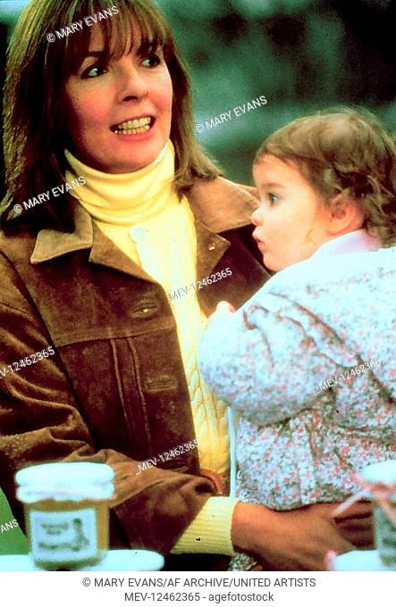 Diane Keaton Kristina Kennedy Characters J C Wiatt Elizabeth Wiatt Film Baby Boom Usa 1987 Director Charles In 2020 Diane Keaton Six Month Old Baby Baby Boom
