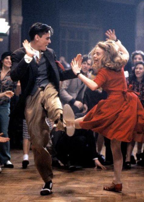… como Robert Sean Leonard y Tushka. Robert Sean Leonard and Tushka Bergen, Robert Sean Leonard, Lindy Hop, Just Dance, Shall We Dance, Bailar Swing, Swing Dancing, Fred Astaire, Poses, Dance Art