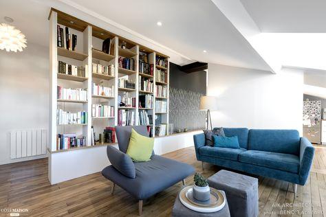 Salon avec bibliothéque et luminaire sur-mesure réalisé par un - changer les portes interieures