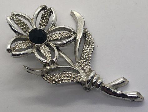 Modernist 1960/'s MOD Golden Flower Brooch Vintage Pin /& Clip Earrings Jewelry Set