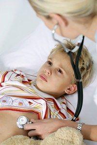 Convulsions et fièvre - La fièvre de l'enfant, température du corps - Tous les parents les redoutent : les convulsions. Pourtant, celles-ci sont rares (moins d'un enfant sur 20, et avant l'âge de 4 ans). Lors d'une crise de convulsions, l'enfant perd connaissance...