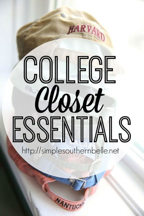 You're packing for college and you realize it's time to pack the clothes. You stare aimlessly at your closet and drawers thinking how could I possibly have this many clothes? How… Wardrobe organization College Closet Essentials College Packing Lists, College Essentials, Closet Essentials, College Hacks, College Dorm Rooms, College Girls, College Planning, College Checklist, College Apartments