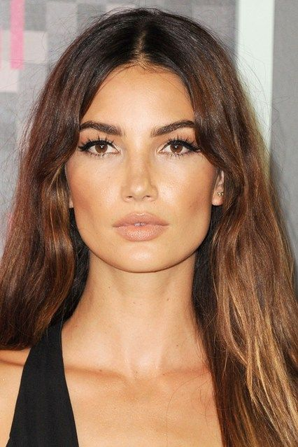 MTV Video Music Awards, August 2015 Long, defined lashes added impact to Lily Aldridge's VMAs make-up, while her hair was loose and tousled.