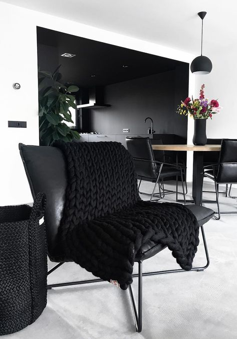 Black is all about attitude, being bold, taking risks, and not caring about what people think (as long as you make it look cool). Living Room White, Home And Living, Living Room Decor, Living Room Modern, Desgin, Living Room Designs, Living Spaces, Black Rooms, Black Walls