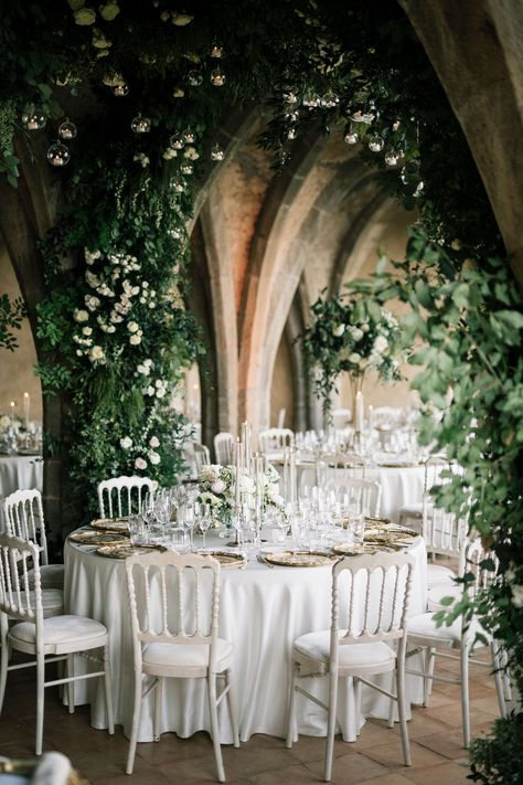 Villa Cimbrone and weddings are a match made in dream wedding heaven. I mean, take a quick look below and you'll know why. #italianweddingvenues #italydestinationweddings #villacimbrone