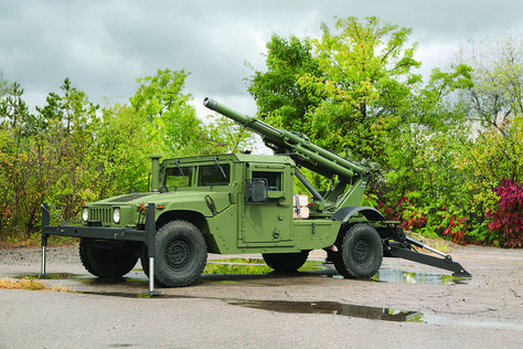 Hawkeye Mobile 105mm Howitzer   SHOOT AND SCOOT