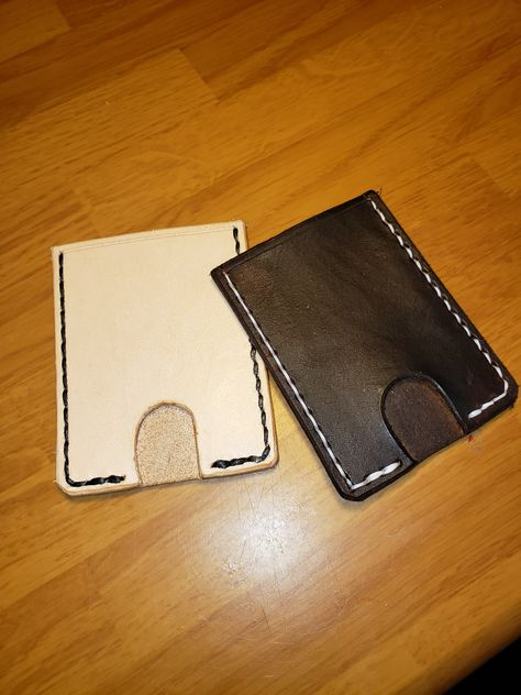 Mininmalist Wallet. Holds credit card, drivers license & cash Opening at bottom allows cards & cash to stay snugg; allows you to 'push up' card with your thumb #wallet #minimalist #groomsmangifts #weddingpartygifts #leather #creditcardholder #wallet #gifts #giftsforhim #giftsforhusband #giftsforboyfriend