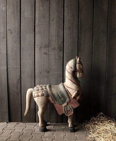 Groot Houten Paard In Vergrijsde Kleuren Houten Paard Paarden Kleuren